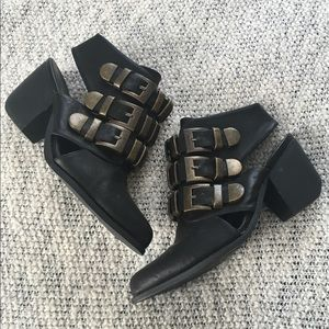 AMAZING BUCKLED BOOTIES WITH HEEL CUT OUT